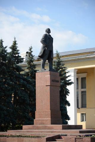 Цоколь резной из габбро-диабаза Канадей памятник из гранита Лениногорск